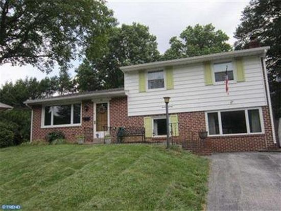 18 Willowbrook Rd, Broomall, PA 19008