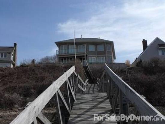 16 Wheatfield Cove Rd, Narragansett, RI 02882