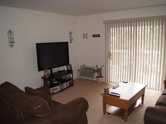 565 Maple Ave APT 7, Lisle, IL 60532