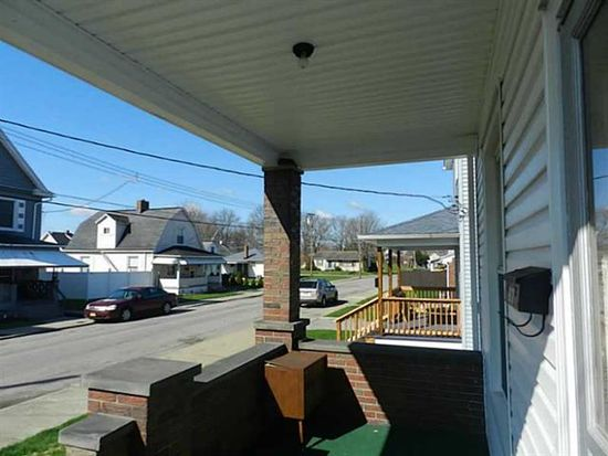 907 Dewey Ave, New Castle, PA 16101