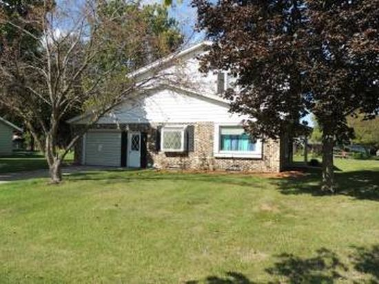 748 Kingston Ct, Hartland, WI 53029