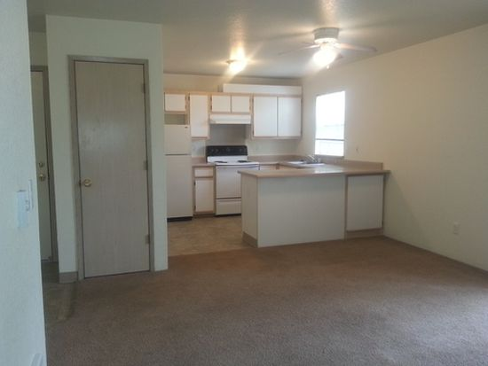 1301 NE 8th St APT 322, Gresham, OR 97030