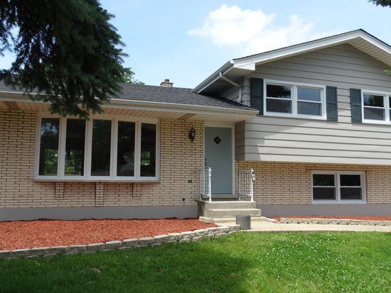 22 W 56th Pl, Westmont, IL 60559