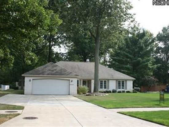 3957 Woodside Dr, North Olmsted, OH 44070