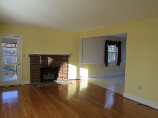 213 Crestwood Dr, Colonial Heights, VA 23834