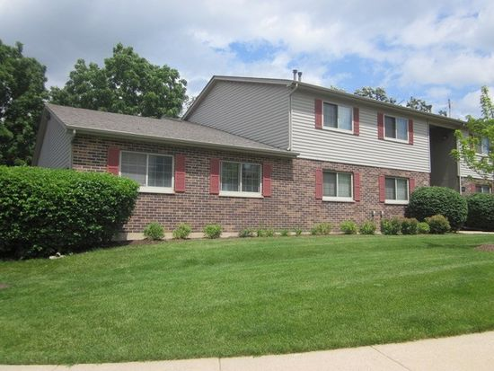 355 Woodridge Cir APT B, South Elgin, IL 60177