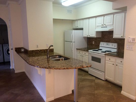 911 N Orange Ave APT 330, Orlando, FL 32801