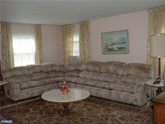 10 Mosshill Ln, Willingboro, NJ 08046