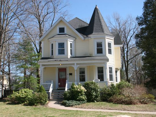 84 King St, Reading, MA 01867