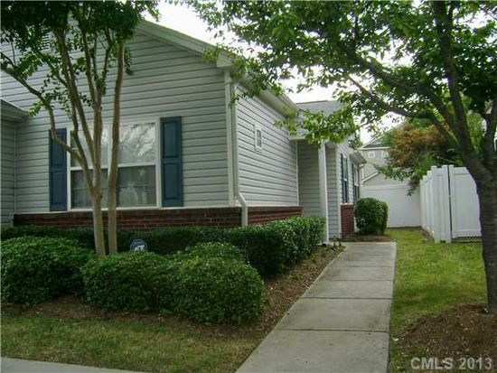 9137 Meadowmont View Dr, Charlotte, NC 28269