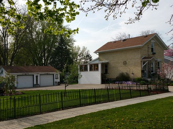 1304 S 9th St, Watertown, WI 53094