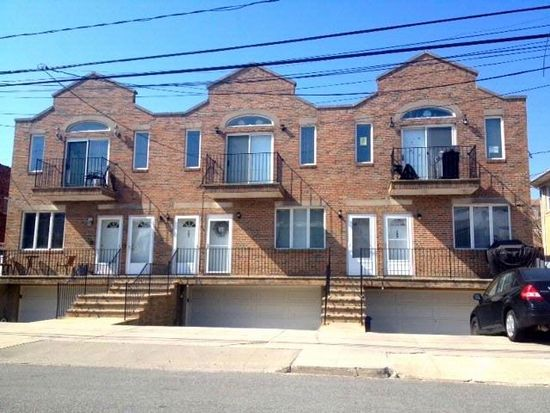 165 Beach 128th St, Belle Harbor, NY 11694