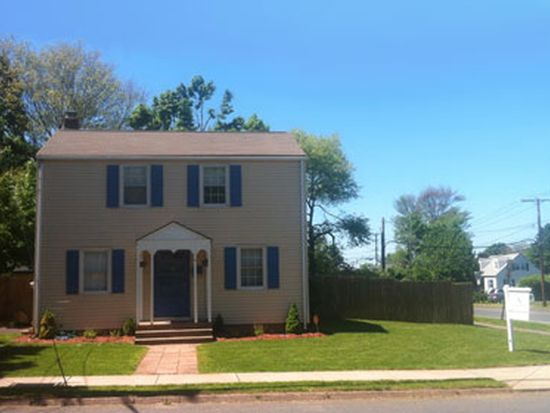 4 Waddell Rd, Manchester, CT 06040