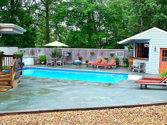 512 Hideaway Point Rd, Topping, VA 23169
