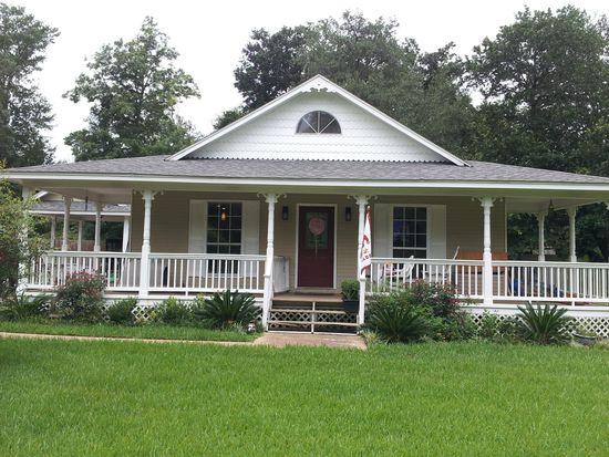 1313 Dorothy St, Ocean Springs, MS 39564
