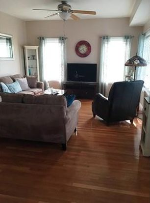 8 Walnut St UNIT 305, Peabody, MA 01960