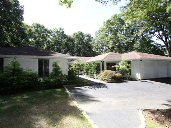 124 Wilmington Dr, Melville, NY 11747