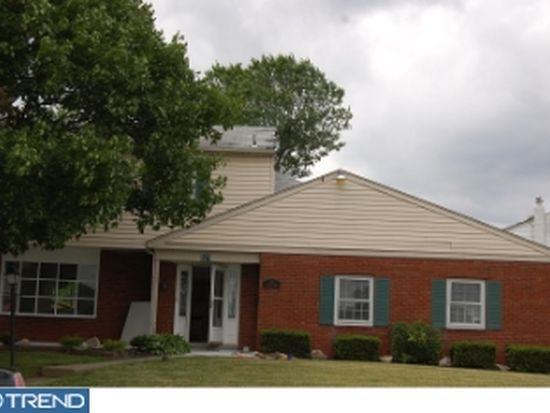 521 Valmore Rd, Fairless Hills, PA 19030