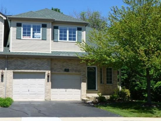 24 Charlemagne Cir, Roselle, IL 60172