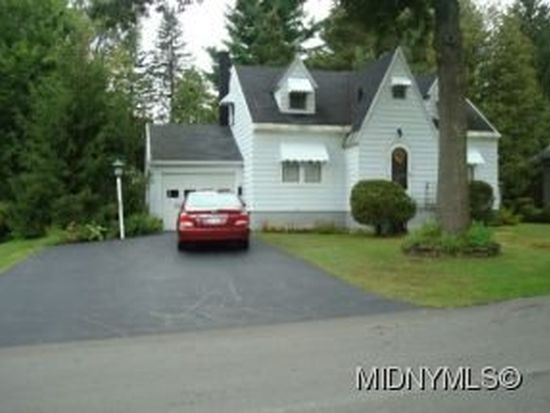 13 White St, Clark Mills, NY 13321