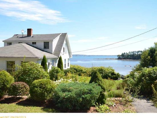 32 Edgewater Rd, Falmouth, ME 04105