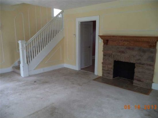 302 N 6th St, Youngwood, PA 15697
