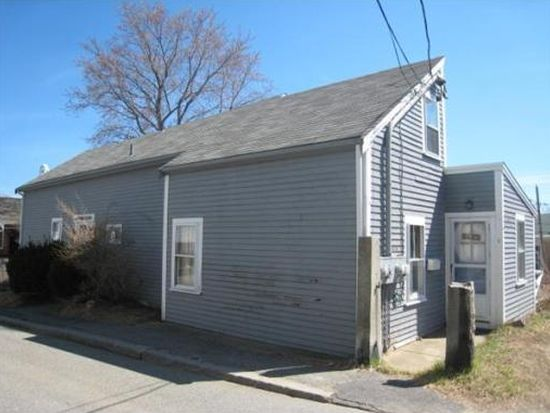 5 Cleaves St, Rockport, MA 01966
