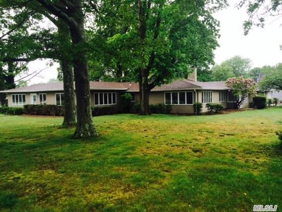 8 Oakland St, East Patchogue, NY 11772