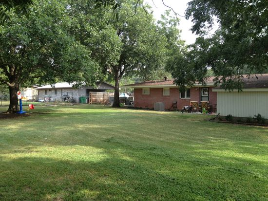 1301 Anthony St, Gainesville, TX 76240