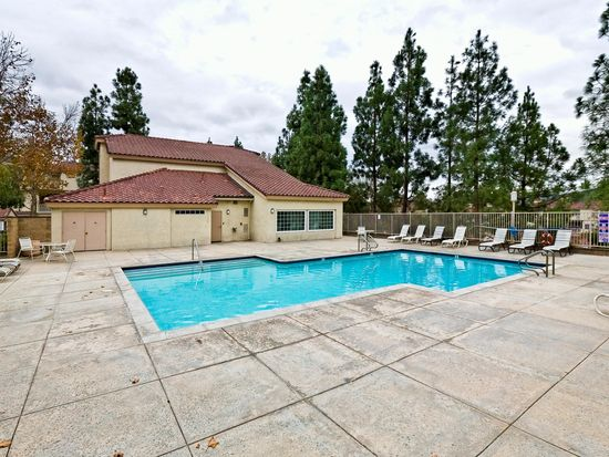 685 Parkside Ct UNIT 107, Oak Park, CA 91377