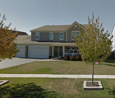 696 Portsmouth Dr, Pingree Grove, IL 60140