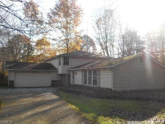197 Greenbrier Dr, Chagrin Falls, OH 44022