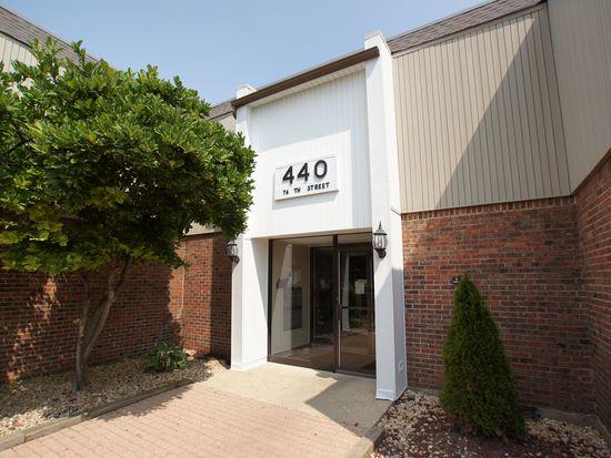440 74th St APT 201, Downers Grove, IL 60516