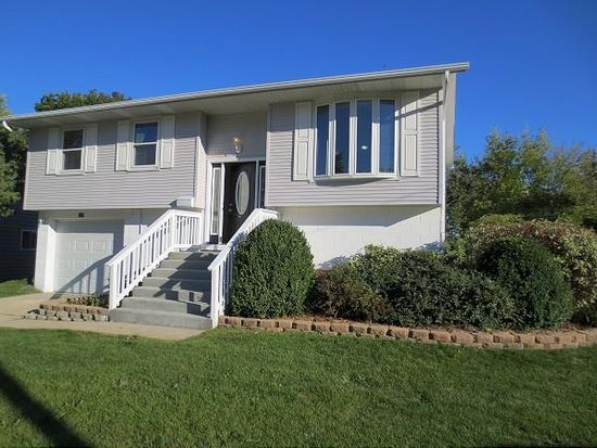 327 Hemlock Ave, Romeoville, IL 60446