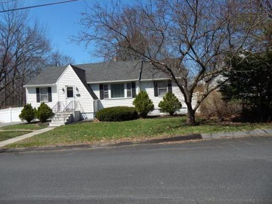 98 Hovey St, Lowell, MA 01852