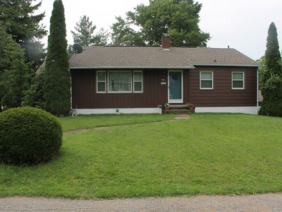 630 Miller Ave, Grove City, PA 16127