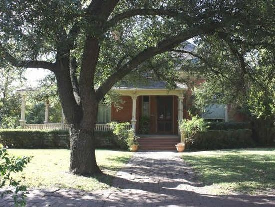 1329 S Lindsay St, Gainesville, TX 76240