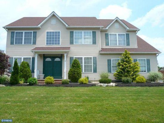 5 Robin Ln, Monroe Township, NJ 08831