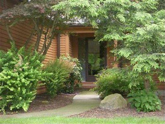 924 Hemlock Ln, Sagamore Hills, OH 44067