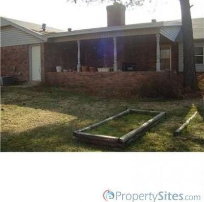 632 Emerwood Ct, Moore, OK 73160