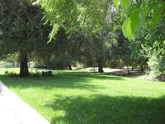 1385 Fountain Pl, Redlands, CA 92373