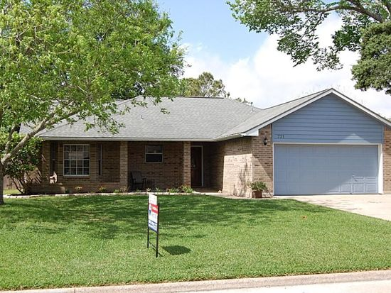 731 Ted Pickett Ln, League City, TX 77573