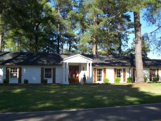 1304 Lakeshire Dr, Tupelo, MS 38804