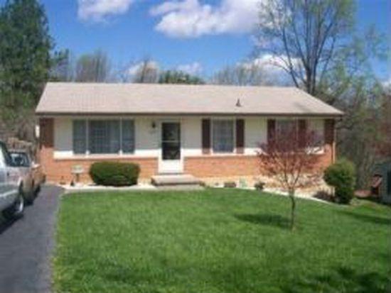 422 Crofton Dr, Vinton, VA 24179