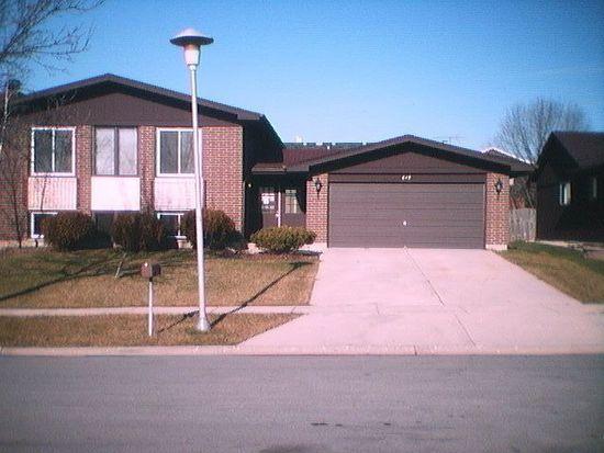 649 Queenswood Ln, Wheaton, IL 60189
