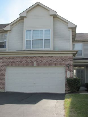 815 Crossing Way, St Charles, IL 60174