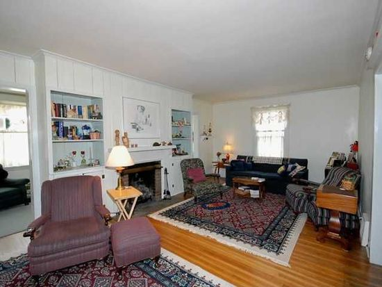 59 Delaware Rd, Kenmore, NY 14217