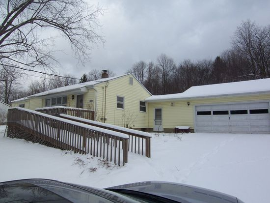 10801 Auburn Rd, Chardon, OH 44024