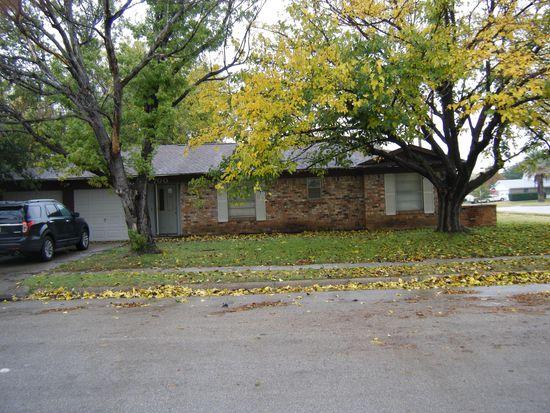 700 Lynnewood Ave, Burleson, TX 76028