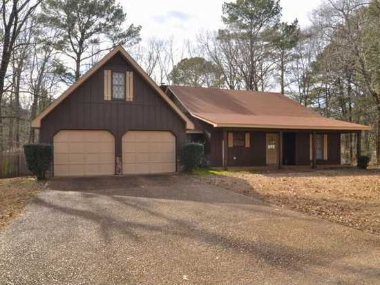 211 Carriage Hills Dr, Jackson, MS 39212